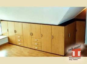 Dielenmöbel für schräge Wände, Einbauschrank im Dachgeschoß