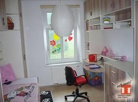 Kinder Spielzimmer mit viel Stauraum für Spielsachen
