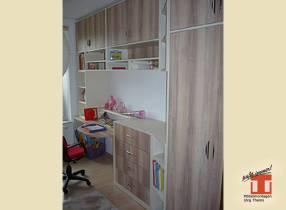Schulanfänger Kinder Zimmer mit Schreibtisch für Hausaufgaben