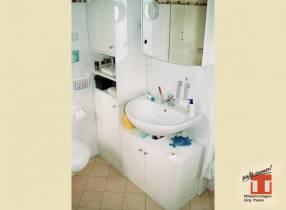 Spiegelschrank mit Unterwaschtisch und Ablagefächer
